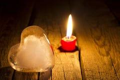 Begrepp för dag för valentin s för för ishjärta och stearinljus abstrakt Arkivfoton