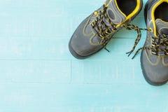 Begrepp för dag för ` s för April dumbom skosnöre som tillsammans binds Royaltyfria Bilder