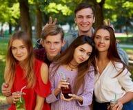 Begrepp för datummärkning för fritid för Selfie kamratskapminnen Arkivfoto
