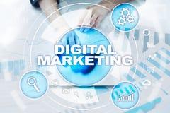 Begrepp för Digital marknadsföringsteknologi Internet Direktanslutet SökandemotorOptimisation SEO SMM annonsering arkivbild