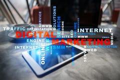 Begrepp för Digital marknadsföringsteknologi Internet Direktanslutet SökandemotorOptimisation SEO SMM annonsering Ordmoln arkivbild