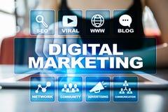 Begrepp för Digital marknadsföringsteknologi Internet Direktanslutet SEO SMM annonsering Arkivbild