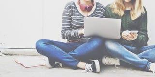 Begrepp för diskussion för projekt för studentkvinnaidékläckning Arkivfoto