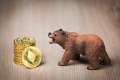Begrepp för Ethereum crypto björnmarknad arkivfoton