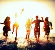 Begrepp för ferie för sommar för kamratskapfrihetsstrand Royaltyfri Fotografi