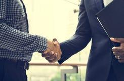 Begrepp för framgång för affärshandskakningsamarbete royaltyfri bild