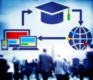 Begrepp för globala kommunikationer för teknologi för anslutning för utbildning för folkmassaaffärsfolk Royaltyfri Bild