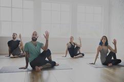 Begrepp för grupp för yogaövningsövning royaltyfria foton