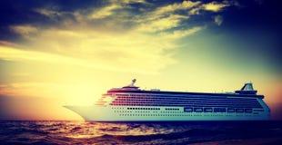 Begrepp för hav för hav för yachtkryssningskepp tropiskt sceniskt Arkivbild