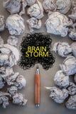 Begrepp för hjärnstorm med den skrynkliga papper och linjen teckning jpg Royaltyfri Foto