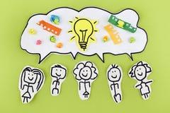 Begrepp för idéer för teamworkkreativitetsynergi arkivfoto
