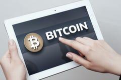 Begrepp för internet för affär för teknologi för valuta för mynt BTC Bitcoin Cryptocurrency för Digital bit Arkivfoton