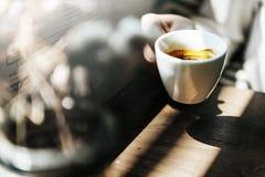Begrepp för kaffe för kafé för stångdryckavbrott gladlynt vaket fotografering för bildbyråer