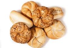 Begrepp för Kaiser rulle i vit studiobakgrund Mini- bröd som isoleras på vit bakgrund, läckra Kaiser rullar royaltyfri fotografi