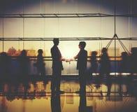 Begrepp för kommunikation för affärsmanPeople Handshake Corporate hälsning arkivfoton
