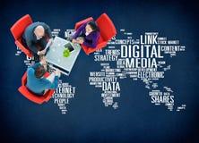 Begrepp för kommunikation för Digital massmediaonline-socialt nätverkande Arkivbilder