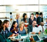 Begrepp för konversation för diskussion för kontor för global kommunikation för folk Royaltyfria Bilder