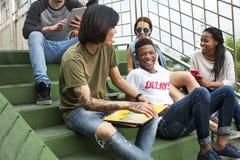 Begrepp för kultur för ungdom för hak för folkkamratskapsamhörighetskänsla royaltyfri foto