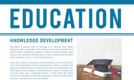 Begrepp för kunskap för grad för avläggande av examenhattdiplom royaltyfri bild