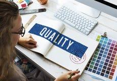 Begrepp för kvalitet för kvinnaarbetefärg royaltyfri fotografi