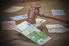 Begrepp för lag, korruption, konkurs, ok, brott, bedrägeri, Auc fotografering för bildbyråer