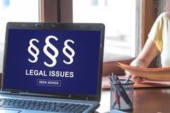 Begrepp för lagliga frågor på en bärbar datorskärm Royaltyfria Bilder
