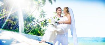 Begrepp för lycka för bröllop för förbindelseparstrand arkivbilder