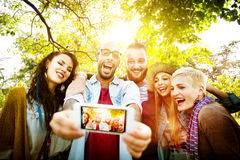 Begrepp för lycka för kamratskapsamhörighetskänslaSelfies sommar arkivfoton