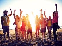 Begrepp för lycka för parti för tonåringvänstrand arkivfoton