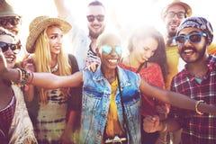 Begrepp för lycka för parti för tonåringvänstrand royaltyfri bild