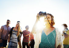Begrepp för lycka för strand för sommar för kamratskapfotografiavkoppling arkivbild