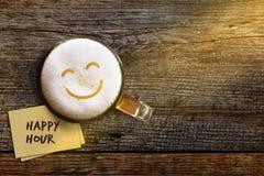 Begrepp för lycklig timme för att stången, kafét eller nattklubben ska främja av Royaltyfri Foto