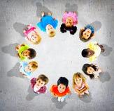 Begrepp för mångfald för barndom för barnungar gladlynt Arkivbilder