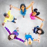 Begrepp för mångfald för enhet för barnungar gladlynt royaltyfria bilder
