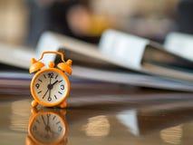 Begrepp för möte för klocka för Tid tidsbeställning väntande Royaltyfria Bilder