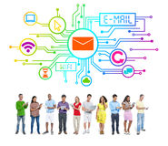 Begrepp för mejl för internet för nätverkande för mångfaldfolk socialt Royaltyfri Foto