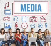Begrepp för multimedia för massmediamasskommunikationsunderhållning arkivfoton