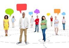 Begrepp för nätverk för kommunikationer för pratstund för etnicitetaffärsfolk Arkivbilder