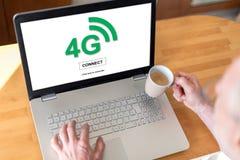begrepp för nätverk 4g på en bärbar dator Fotografering för Bildbyråer