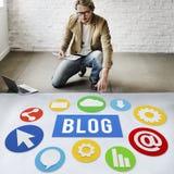 Begrepp för nöjd Website för blogg Blogging online- Fotografering för Bildbyråer
