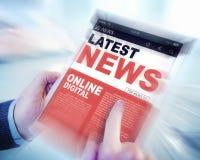 Begrepp för nyheterna Digital för online-uppdatering senast Royaltyfri Fotografi