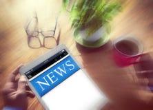 Begrepp för nyheterna för Digital online-rapportuppdatering Royaltyfri Bild