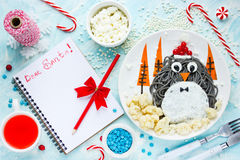 Begrepp för nytt år för jul - bokstav till Santa Claus på tabellen Arkivbild
