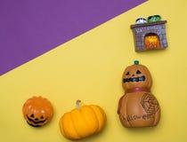 begrepp för objekt för halloween begrepp gulligt med färgbakgrund överkant Royaltyfri Foto