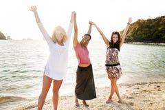 Begrepp för parti för fritid för kamratskap för flickakvinnaberöm arkivfoton