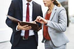 Begrepp för partnerskap för diskussion för arbetare för företags kontor Arkivfoto