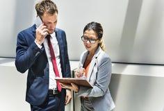 Begrepp för partnerskap för diskussion för arbetare för företags kontor Royaltyfria Foton