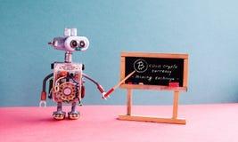 Begrepp för pengar för Bitcoin cryptocurrency digitalt Robotprofessorn förklarar det elektroniska bryta kontanta finansiella syst royaltyfri fotografi