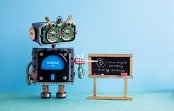 Begrepp för pengar för Bitcoin cryptocurrency digitalt Robotprofessorn förklarar det elektroniska bryta kontanta finansiella syst fotografering för bildbyråer