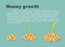Begrepp för pengartillväxt, träd som växer på högar av mynt Royaltyfri Foto